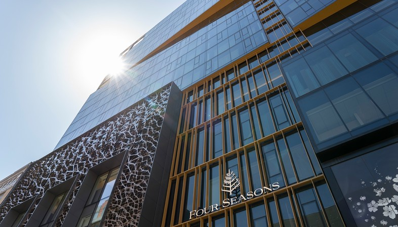 Il Four Seasons Hotel a Montréal disegnato da Lemay e Sid Lee Architecture