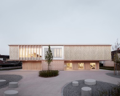 Innauer Matt Architekten: Scuola dell'infanzia Am Engelbach, Lustenau
