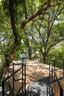 WEYES: Casa nel bosco del Barrial, Santiago, Messico
