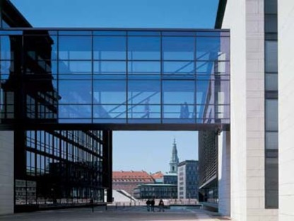 Henning Larsen: Unibank di Copenaghen, in via di ultimazione
