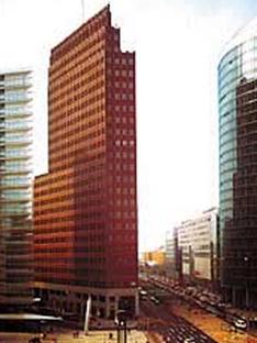 Hans Kollhoff: Torre per uffici,<br> Potsdamer Platz, Berlino, 1997-2000