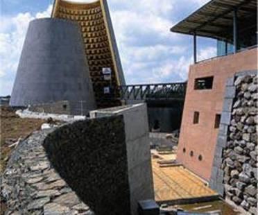 Hans Hollein: centro di Vulcanologia a Clermont-Ferrand, Francia