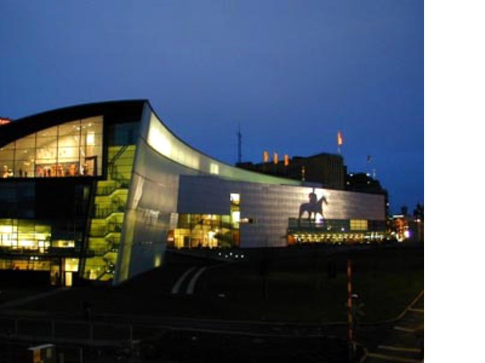 Sinergie compositive ed eleganza urbana nel cuore di Helsinki, Steven Holl