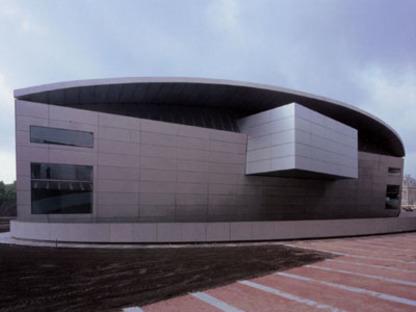 La nuova ala del Museo Van Gogh di Kisho Kurokawa