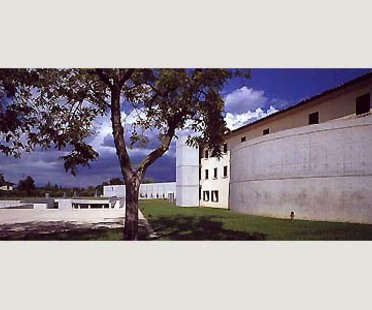 Fabrica per Benetton a Treviso. Tadao Ando