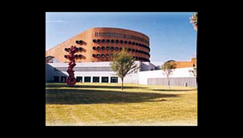 Ricardo Legorreta Arquitectos<br> Biblioteca Magna Solidaridad di Monterrey, Messico, 1994
