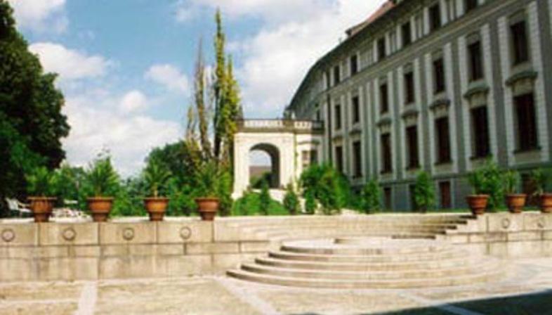 Borek Sípek<br>La nuova Galleria d'arte del Castello di Praga, 1996
