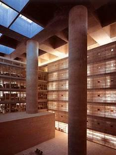 Alberto Campo Baeza<br> Sede centrale della Caja General de Ahorros<br> Granada, Spagna, 2001