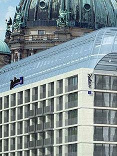 Aquadom, Berlino <br> Sergei Tchoban, 2003