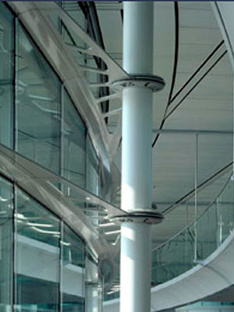 McLaren Tecnology Center<br> Norman Foster, Londra 2002