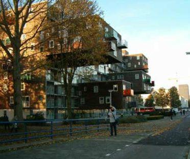 MVRDV, WoZoCo's Apartments for Elderly People, Amsterdam, Olanda, 1997