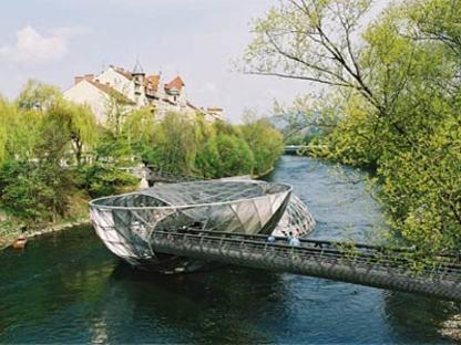 L'isola sul fiume Mur - Acconci Studio e Art & Idea.<br />  Graz, 2001