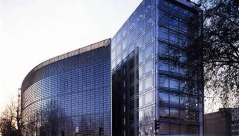Jean Nouvel, L'Institut du Monde Arabe a Parigi