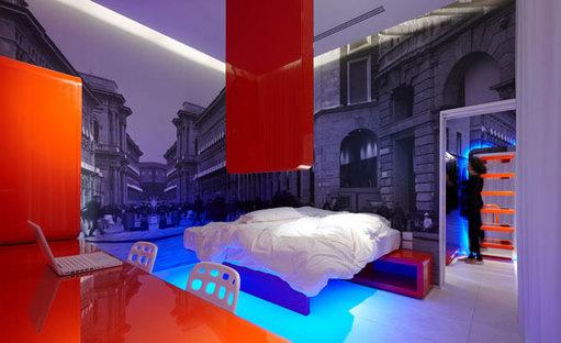 La quarta suite con arredi laccati rosso