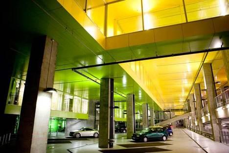 Il grande spazio dei parcheggi Ph. Ulrik Jantzen