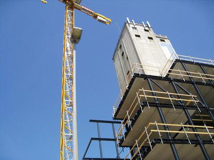 Cantiere del Siloetten: la nuova struttura in ferro e cemento abbraccia il vecch
