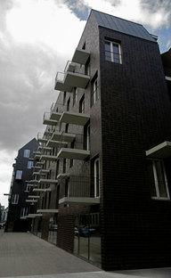 Il profilo dell''edificio con balconi e tettoie