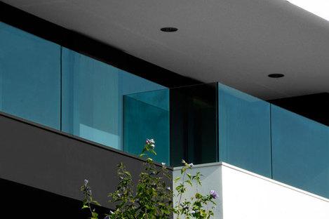 Dettaglio dei parapetti in vetro