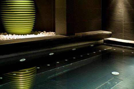Dettaglio del rivestimento della piscina in Black Ardesia di Ariostea