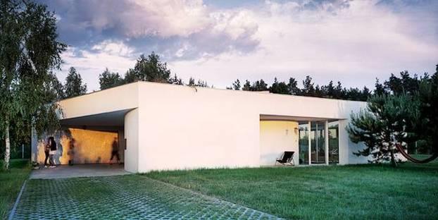 Le aperture differenziano i fronti della casa