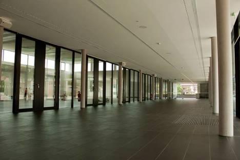 Foyer con pavimento in Lastra nera di Eiffelgres