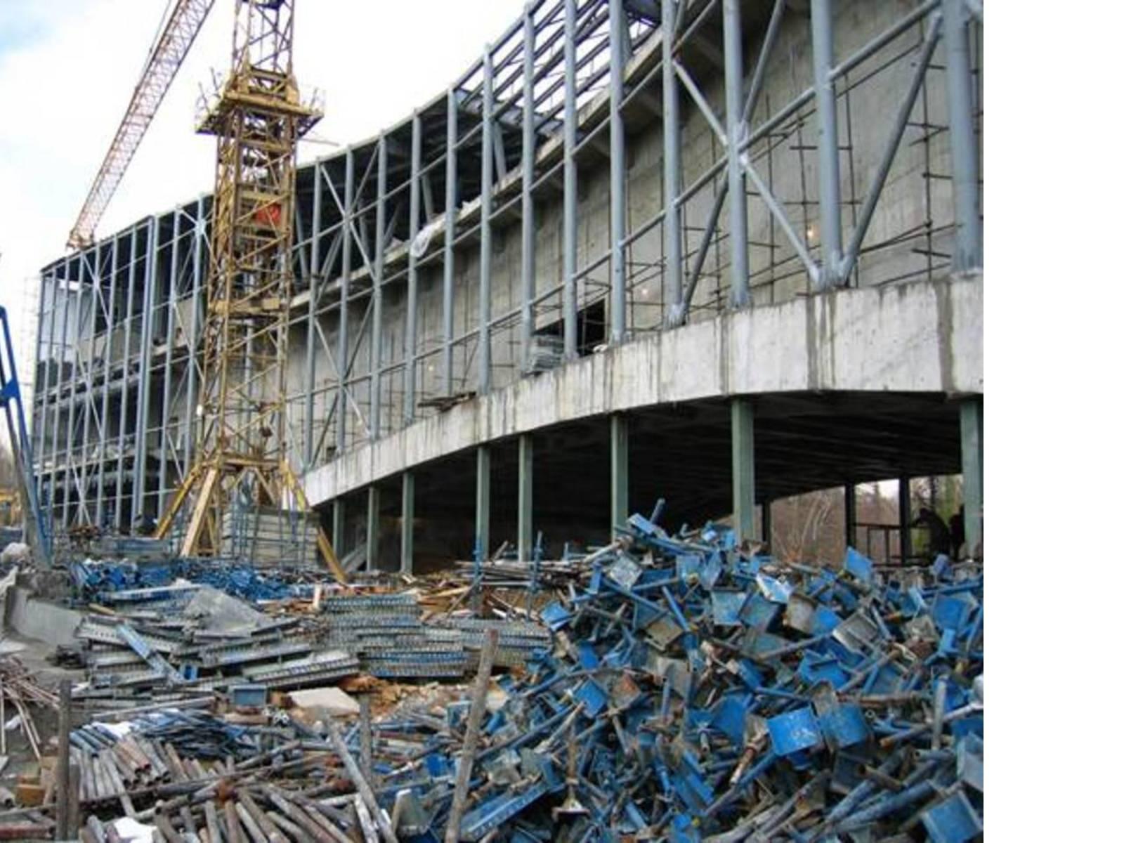 Cantiere, struttura in cemento e acciaio, Ph. Reza Daneshmir