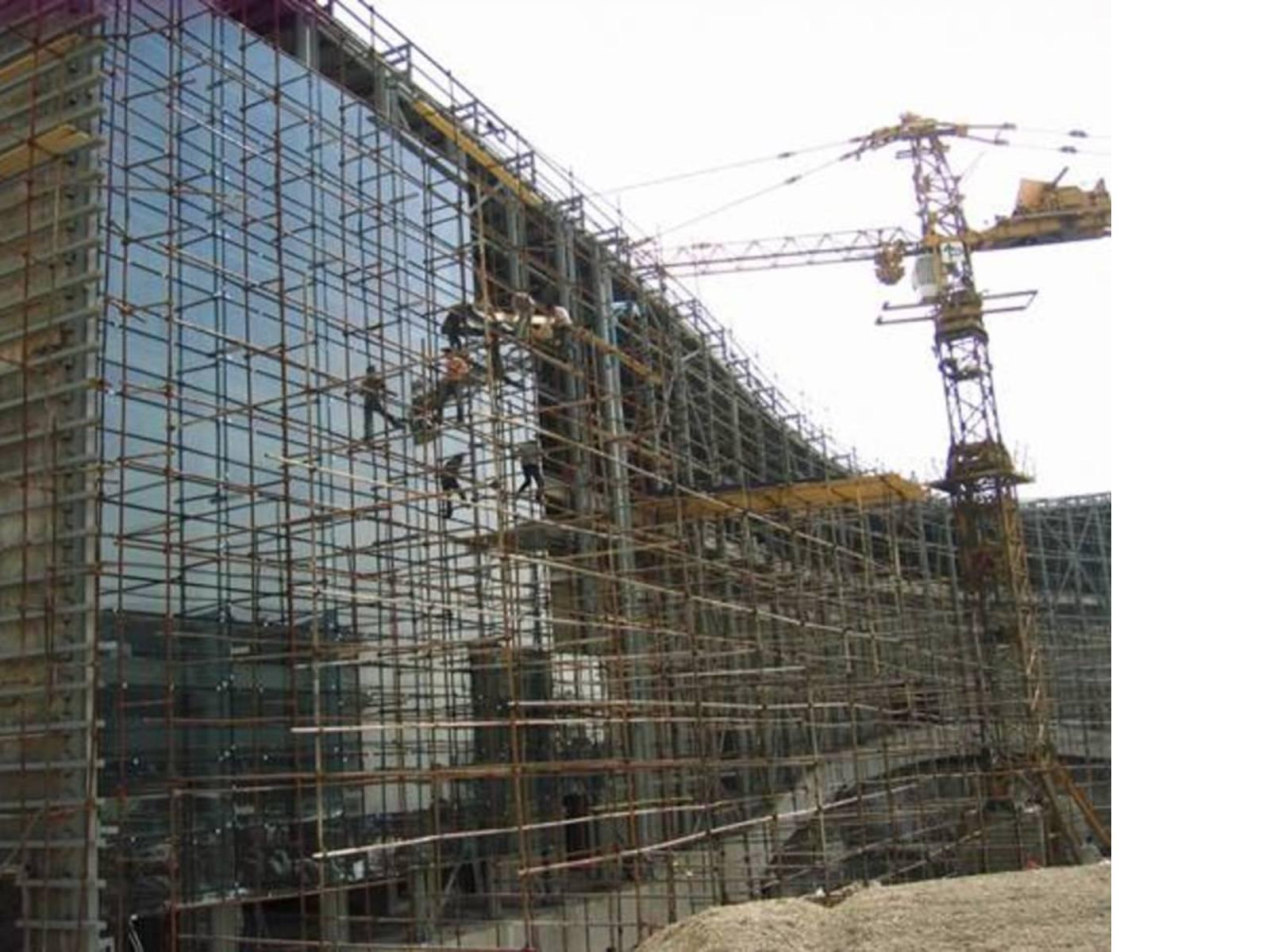 La realizzazione della facciata in vetro, Ph. Reza Daneshmir