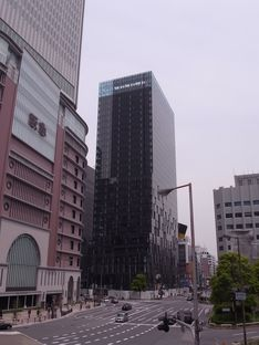 Perrault e la torre Fukoku a Osaka