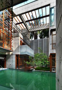 Rafiq Azam: casa con specchio d'acqua a Dacca