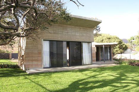 Tatiana Bilbao: casa in terra battuta ad Ajijic