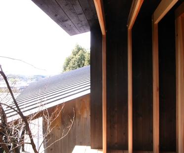 Koji Kakiuchi: un rifugio in legno a Nara