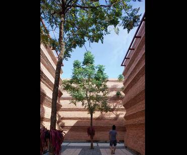 Boonserm Premthada: Kantana scuola del cinema