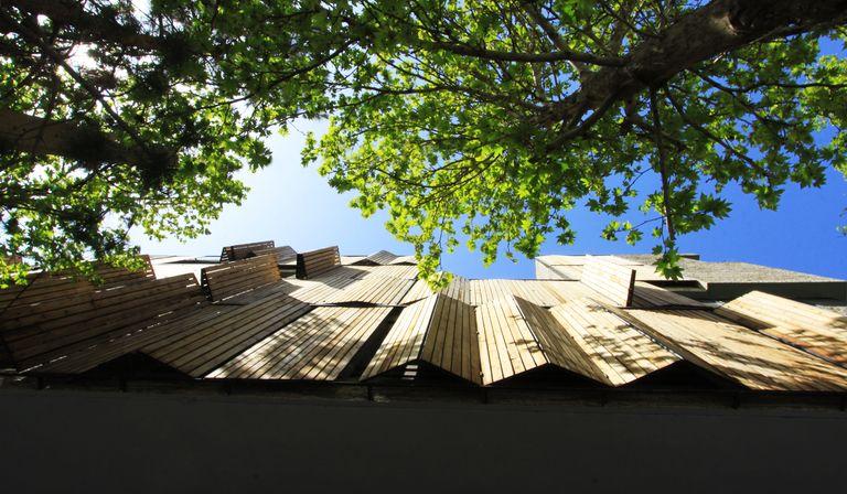 Mehdizadeh: architettura con rivestimento riciclato a Mahallat