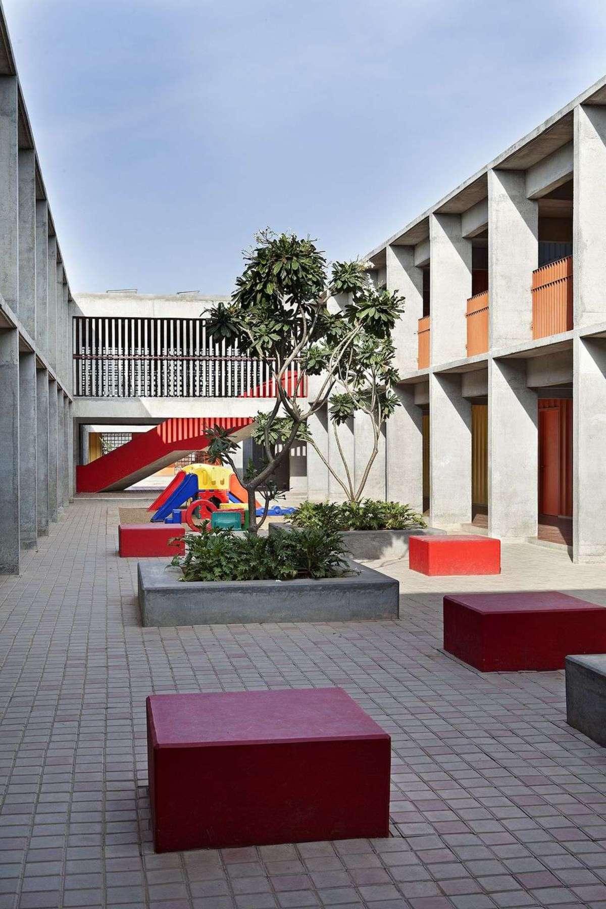 Khosla Associates: DPS Kindergarten school a Bengalore