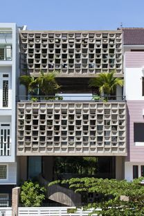 Vo Trong Nghia Architects: casa in cemento a Binh Thanh (Ho Chi Minh)