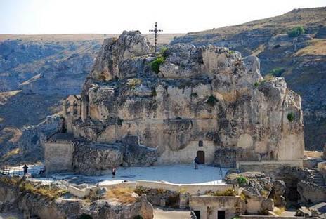 """Matera: riscoprire i """"Sassi"""", un antico sistema abitativo."""