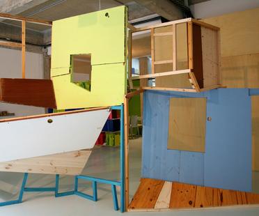 Mostra Casa en línea di Isidro Blasco per Moneo Brock