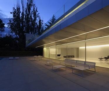 Aluminium House di Fran Silvestre Arquitectos