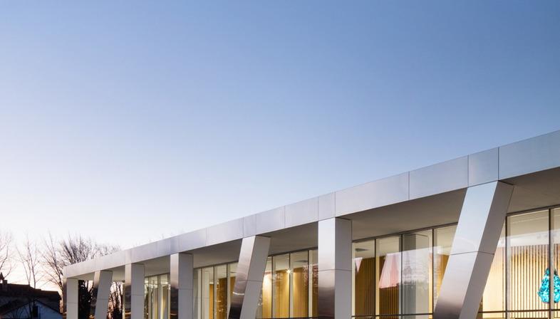 Arts centre diane dufresne acdf architecture livegreenblog for Acdf architecture