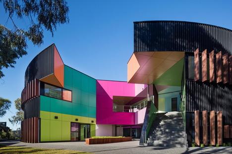 Una scuola a tutto colore di McBride Charles Ryan