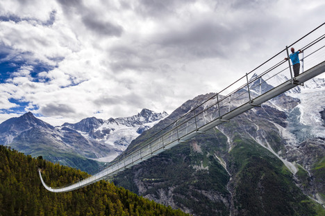 Il ponte sospeso più lungo per pedoni è in Svizzera