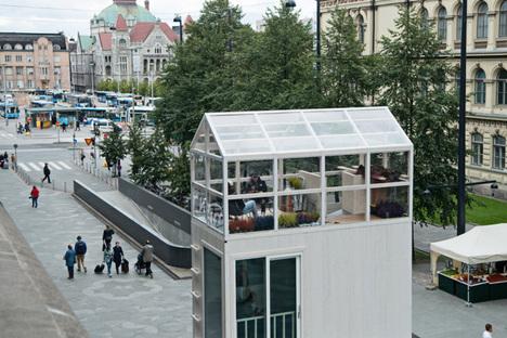 Tikku, una casa sostenibile dal footprint di un posteggio