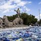 Un continente di plastica, installazione di Luz Interruptus