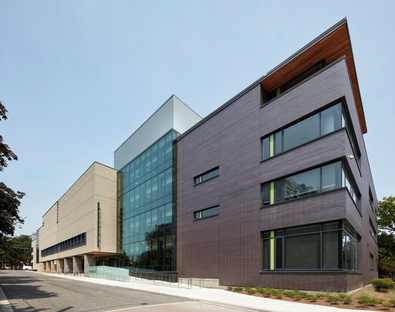 Montgomery Sisam Architects Inc, una scuola in LEED Gold