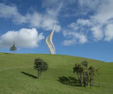 Una nuova scultura nel Gibbs Farm Sculpture Park, Nuova Zelanda