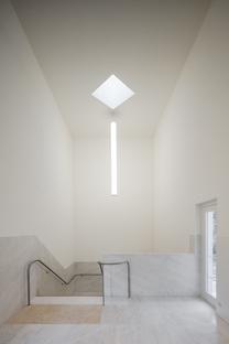 In Bretagna una chiesa in calcestruzzo bianco di Àlvaro Siza