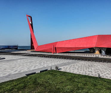 Qingdao Wanda Victoria Bay Xifeng Bridge, un nuovo landmark sul Mar Giallo