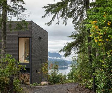 Una piccola casa con vista su Hood Canal, Washington