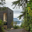 Una piccola casa con vista su Hood Canal, Washington