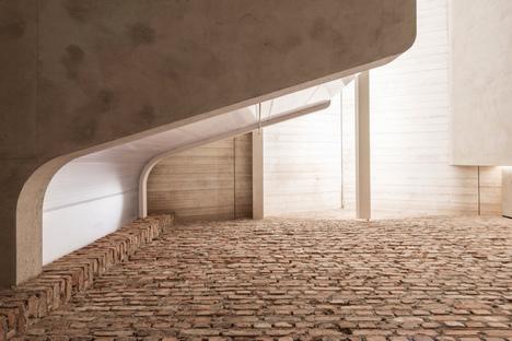 Lo studio austriaco smartvoll e il Loft PANZERHALLE a Salisburgo
